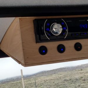 Stereo console with switches for the roof lights (front & rear), an emergency light (future) and the interior light.